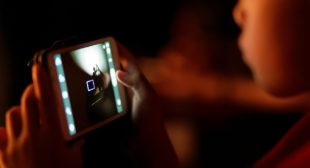 Study: Turn Your Phone Off After 10pm To Avoid Mental Health Risks